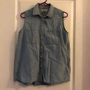 Madewell sleeveless chambray shirt. Medium.